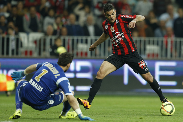 """Nice's French forward Hatem Ben Arfa (R) vies with reims goalkeeper Johann Carasso during the French L1 football match Nice vs Reims on April 22, 2016 at the """"Allianz Riviera"""" stadium in Nice, southeastern France.  AFP PHOTO / VALERY HACHE / AFP / VALERY HACHE        (Photo credit should read VALERY HACHE/AFP/Getty Images)"""