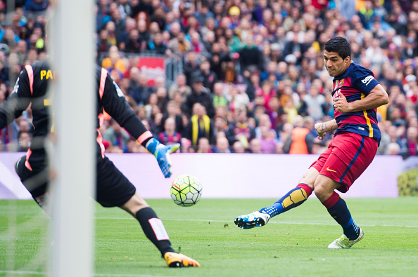 529163636-luis-suarez-of-fc-barcelona-shoots-the-ball-gettyimages