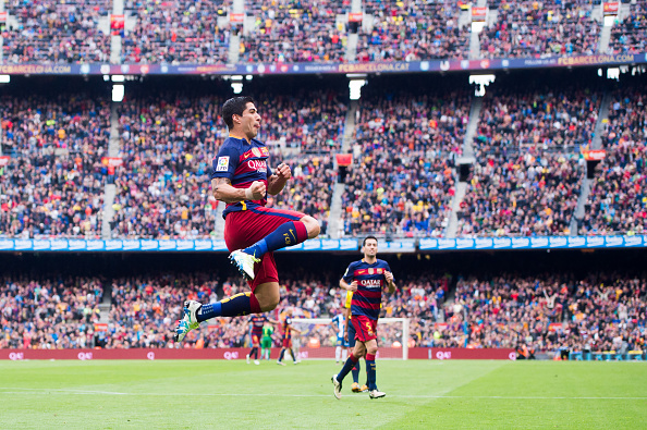 BARCELONA, SPAIN - MAY 08: Luis Suarez of FC Barcelona celebrates after scoring his team's third goal during the La Liga match between FC Barcelona and RCD Espanyol at Camp Nou on May 8, 2016 in Barcelona, Spain. (Photo by Alex Caparros/Getty Images)