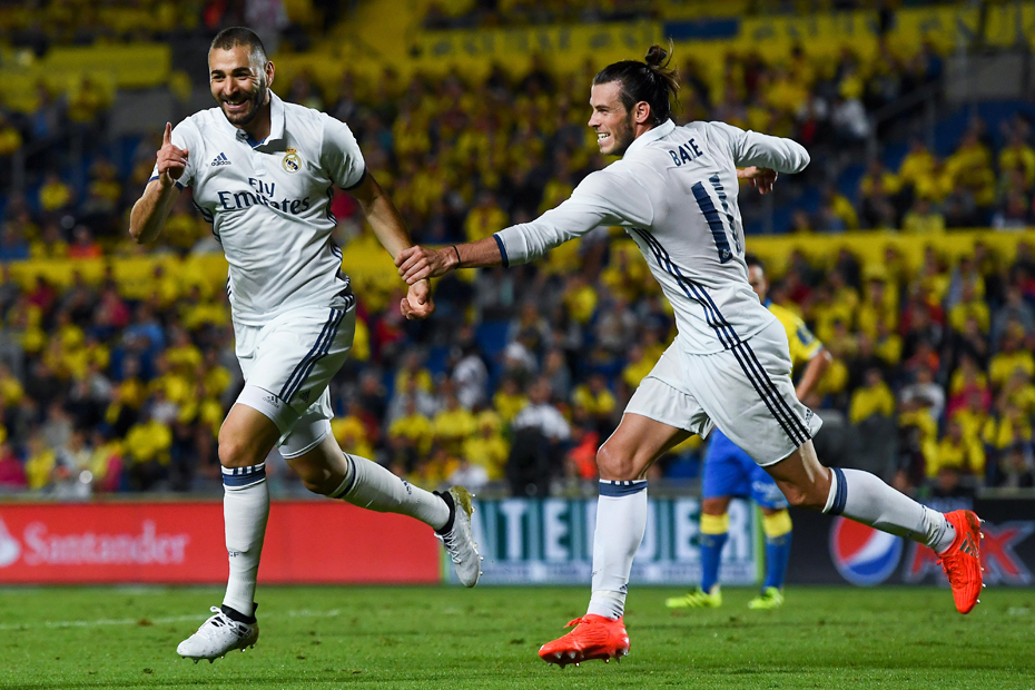LAS PALMAS, SPAIN - SEPTEMBER 24: UD Karim Benzema (L) celebrates with his team mate Gareth Bale after scoring his team's second goal of Real Madrid CF during the La Liga match between UD Las Palmas and Real Madrid CF on September 24, 2016 in Las Palmas, Spain. (Photo by David Ramos/Getty Images)