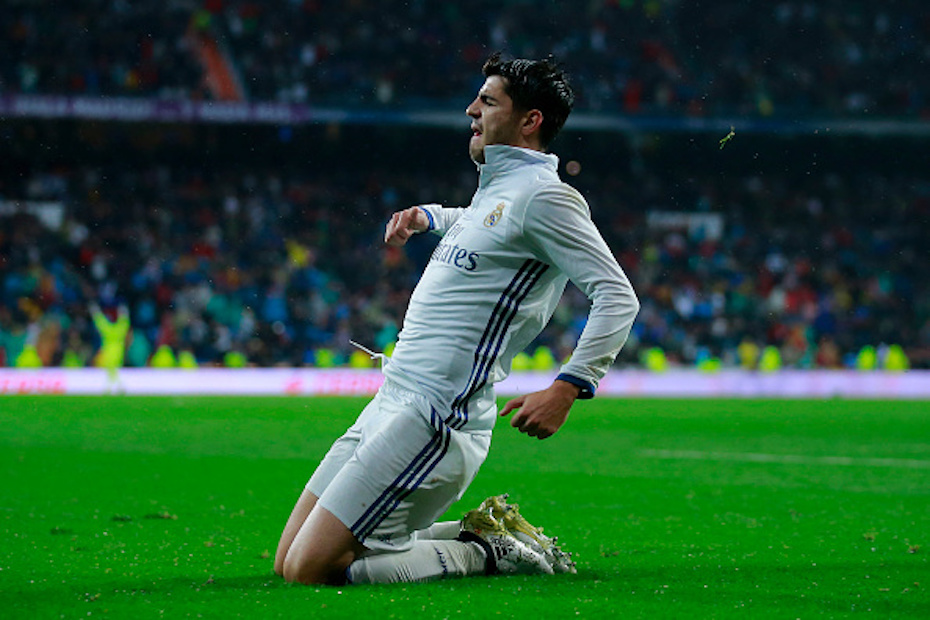 MADRID, SPAIN - OCTOBER 23: Alvaro Morata of Real Madrid CF celebrates scoring their second goal during the La Liga match between Real Madrid CF and Athletic Club de Bilbao at Estadio Santiago Bernabeu on October 23, 2016 in Madrid, Spain. (Photo by Gonzalo Arroyo Moreno/Getty Images)