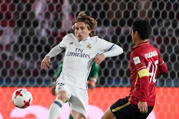 Real Madrid midfielder Luka Modric (L) fights for the ball with Kashima Antlers midfielder Mitsuo Ogasawara during the Club World Cup football final match between Kashima Antlers of Japan and Real Madrid of Spain at Yokohama International stadium in Yokohama on December 18, 2016. / AFP / Toshifumi KITAMURA (Photo credit should read TOSHIFUMI KITAMURA/AFP/Getty Images)