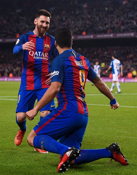 Barcelona's Uruguayan forward Luis Suarez (R) is congratulated by teammate Argentinian forward Lionel Messi after scoring a goal during the Spanish league football match FC Barcelona vs RCD Espanyol at the Camp Nou stadium in Barcelona on December 18, 2016. / AFP / JOSEP LAGO        (Photo credit should read JOSEP LAGO/AFP/Getty Images)
